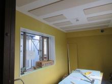 天井は遮音補強後に吸音天井に仕上げます。 余分な音の反響を調節します。