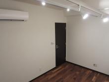 スポットライトとシーリングライトを使い分けると御部屋の印象が変わるので楽しんで使っていただければと思います。