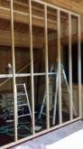 工事開始です。 間仕切りを作っています。