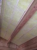 天井の躯体補強です。 躯体の隙間をボードで埋めていきます。