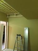 遮音工事が終わりました。 天井を吸音天井に仕上げていきます。 吸排気ダクトボックスもつくっています。