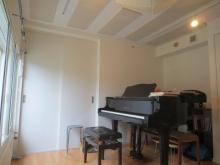 収納も防音工事を施し、作り直しました。 白を基調にした明るいお部屋です。