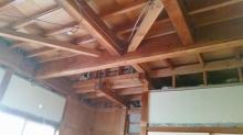 解体作業が終わりました。 天井高をできる限り確保するため既設の天井や床を解体します。
