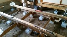 防音室はかなりの重量に仕上がるので床下に束補強を行いました。