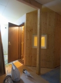入口には木製の防音ドアを2重で設置しています。 入口横にはFIX窓で廊下から中の様子を見られるように計画しました。