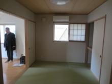 改修前のお部屋です。元は和室です。