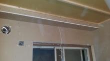 第2の工事は躯体と触れないお部屋を中に作っていきます。 防音室の特徴である2重構造です。