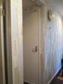 廊下から見たピアノ室の入り口です。 クロスも張り替えガラリと雰囲気が変わりました。