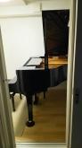 音テストをクリアし、クロス施工後にピアノが入りました。
