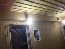 完成が近づいてきました。 遮音補強をしたあとに天井を吸音天井に仕上げていきます。