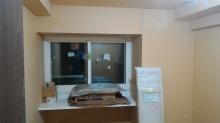 遮音壁と天井ができあがりました。 腰窓にはカウンターを設けています。