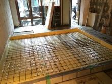 浮き床コンクリートの下地組みです。 弊社ではバンド系スタジオの場合、浮き床コンクリート仕様で計画をします。