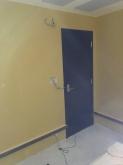 出入り口には木製防音ドアを2重で設置しています。木工事が完了したので、この状態で音テストを行います。