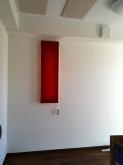 天井は吸音天井に仕上げています。 余分な音の反響を調節します。