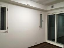 天井に梁型の吸排気ダクトボックスを作っています。