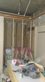 解体作業を行いました。 既設の押し入れも取り壊し防音室側は新しい壁を作り、隣部屋の収納として作り直します。