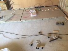 浮き床を作っていきます。 ゴムで床を浮かせています。