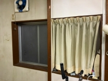 改修前のお部屋です。開口は埋めて遮音性能を高めます。