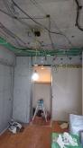 解体作業を行いました。 弊社では天井高を確保できるように天井も壊します。