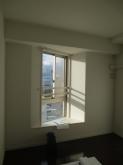 改修前のお部屋です。出窓も生かして内側に2重サッシを計画しています。