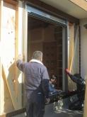 掃き出し窓は既設の4枚建てを撤去し2枚建てのサッシに取り換えました。
