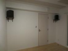 壁には音楽鑑賞用のスピーカーを設置しています。