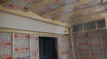 遮音補強をしています。 お部屋の中に宙に浮いたお部屋を作っていきます。