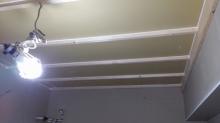 石膏ボードを重ねて張っています。 天井も壁と同様に遮音補強を行います。