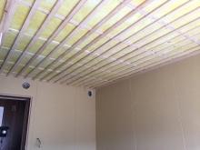 遮音補強後に天井を吸音天井に仕上げています。