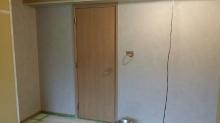 壁は珪藻土を塗りました。 クロスとは違った雰囲気が出ま。 自然素材なので空気もきれいなお部屋に仕上がります。