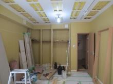 押し入れは防音工事を施し、収納を設けます。 天井のみ吸音仕上げをします。