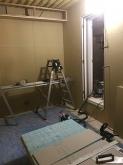 防音室側の壁と天井ができあがりました。