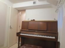 ピアノも無事に入りました。 出入口には木製防音ドアを2重設置しています。