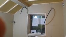 窓枠が入りました。 もともと2重の窓でしたので仕上がりは4重の窓になります。