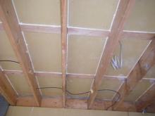 躯体の遮音補強です。 天井と壁に石膏ボードを張り増ししていきます。