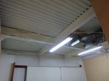 改修前の鉄骨造の倉庫です。