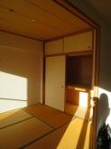 改修前のお部屋です。 和室がリビングへ。。。押し入れ部分が防音室の一部に変身します。