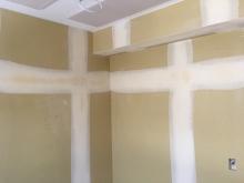 クロス前のパテ塗りです。 いよいよ完成間近です。
