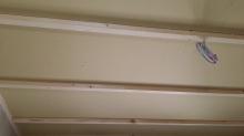 天井も壁と同様に石膏ボードを張り増していきます。