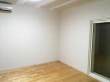 完成です! 床材は無垢のメイプル材です。ピアノとも相性がよく響きがいいとご好評いただいています。 色味も明るいので爽やかな印象に仕上がります。