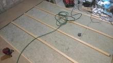 浮き床を作っています。