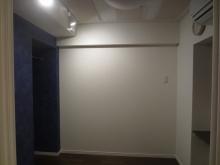 クロス施工完了です。 吸音天井に仕上げているので長時間の演奏も疲れにくい空間とご好評いただいています。