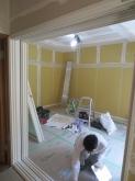 樹脂サッシの窓枠が入りました。 室内はクロス前のパテ塗り中です。