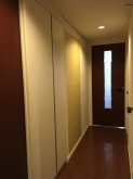 木工事が終わりました。 クロス工事前に音テストを行います。 クロス施工後には廊下の埋めた出入り口も自然に仕上がります。