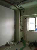 解体工事を行いました。 天井高をできる限り確保するため、天井も解体します。