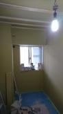 遮音工事が完了しました。 天井を吸音天井に仕上げていきます。 腰窓には内側に樹脂サッシを2重で設置します。