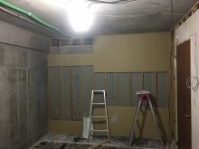 解体作業を行いました。 収納も1度取り壊し、防音工事後に再度作り直します。