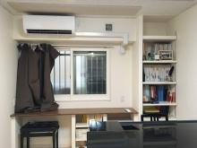 窓の内側に樹脂サッシが入りました。 PCカウンターと楽譜棚も設けて収納力のあるお部屋に。。。