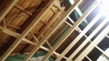 弊社の工事が始まりました。 躯体の遮音補強をしていきます。 天井の下地を組んでいます。