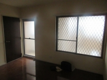 改修前のお部屋です。開口部を1部減らして遮音性能を高めます。